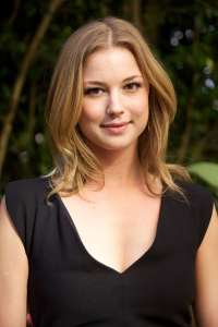 Emily-VanCamp---Revenge-TV-Junket-Portraits-2013--01
