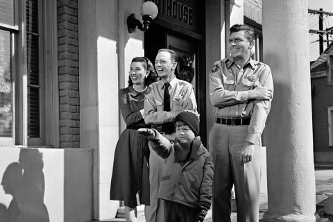THE ANDY GRIFFITH SHOW.  from left: Elinor Donahue as Ellie Walker, Don Knotts as Deputy Barney Fife, Andy Griffith as Sheriff Andy Taylor and Ron Howard as Opie Taylor in front in episode