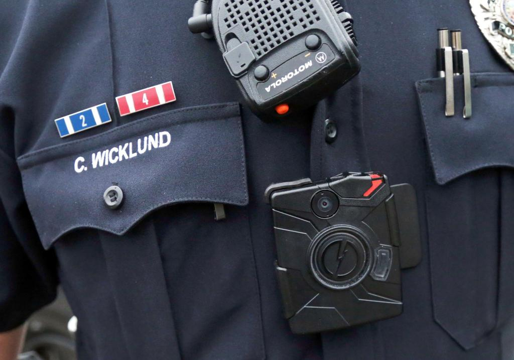 police_body_cameras-jpeg-04740_525f7c778b46ebe42061543bff85678d