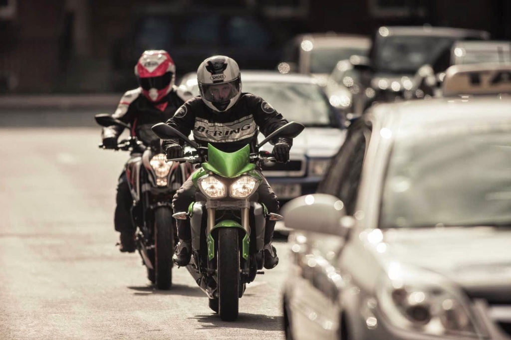 Commuting-traffic-motorcycle
