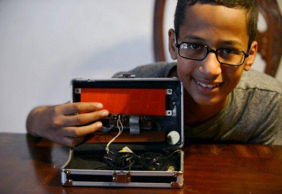 Ahmed-Mohamed-Clock-Twitter-Avi-Selk-575x397.jpg