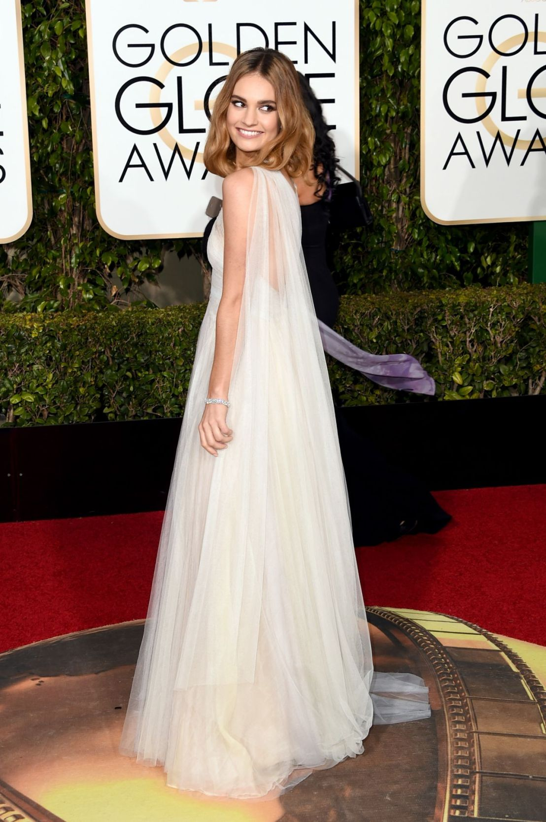 lily-james-2016-golden-globe-awards-in-beverly-hills-2.jpg